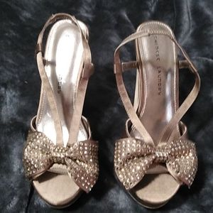 Chinese Laundry Gold w/Bow Platform Heels Size 9.5